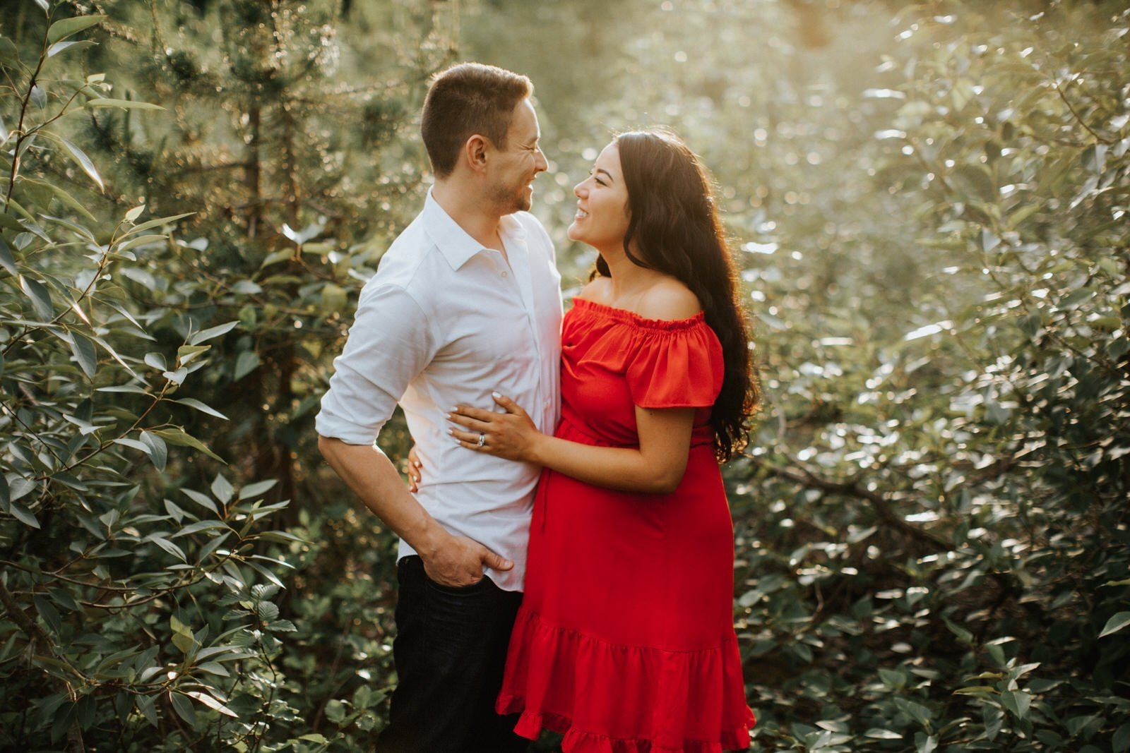 A gorgeous pnw engagement session at sunset